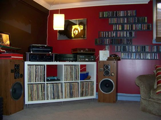 Ikea retro and storage racks on pinterest for Record case ikea