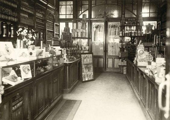 Interieur van kruidenierszaak levensmiddelenwinkel in for Melchior interieur den haag