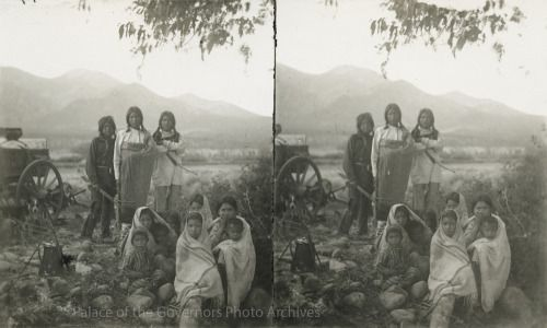 Group, Taos Pueblo, New Mexico Creator: Keystone View CompanyDate: 1892 - 1905?Negative Number 089338