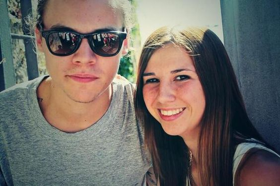 @TiffDreamCrazy meeting Harry outside the hotel yesterday in Porto!