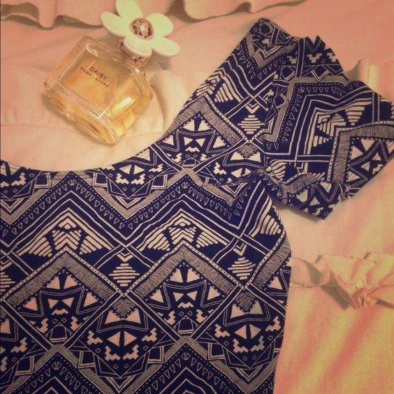 Victoria secret pink crop top Perfect condition! Aztec black and white pattern. Super cute and comfortable PINK Victoria's Secret Tops Crop Tops
