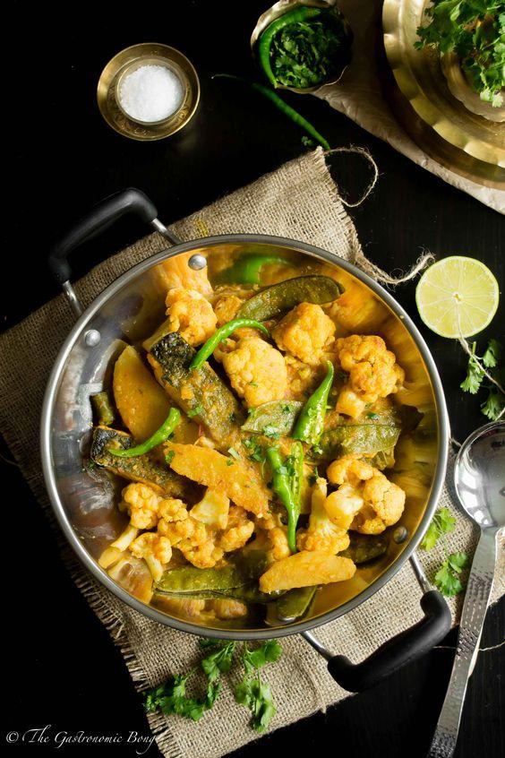 Salmon Curry With Cauliflower And Potato (Fulkopi Aloo Diye Macher Jhol) | The Gastronomic BONG