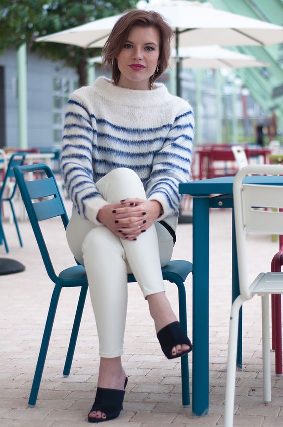 www.redreidinghood.com RED REIDING HOOD: Fluffy mohair jumper H&M Trend fashion blogger outfit white faux leather pants navy blue mules streetstyle