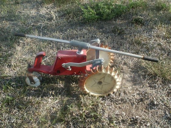 Crestline Pathfinder Traveling Walking Tractor Sprinkler Old Vintage
