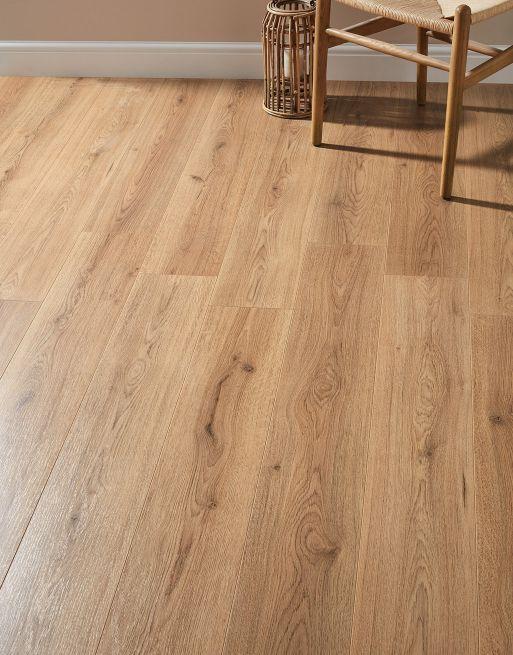 Loft Natural Oak Laminate Flooring Direct Wood Flooring Laminateflooring Interior Woo Oak Laminate Flooring Oak Laminate Laminate Wood Flooring Colors