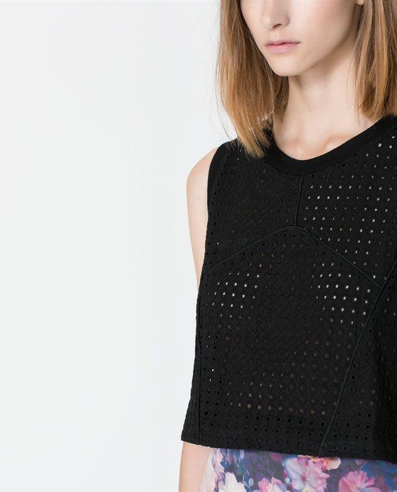 T-SHIRT TOP CROP COM ORIFÍCIOS da Zara.