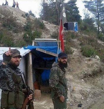 Φωτογραφία δείχνει Τουρκική σημαία σε στρατόπεδο της ISIS στη Συρία!