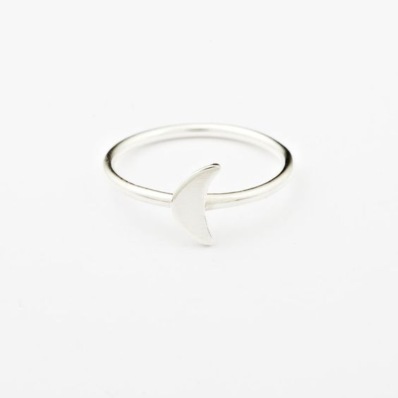 Build them up, build them up, build them higher!These stackables are a hit with every finger.The band is made with 1.5mm round sterling silver wire, so very dainty.The moon is mini, mini, mini.Available in brass or silver, matte or shiny!Available in four sizes:Knuckle/pinky (size 'H')Small (size 'L')Medium (Size 'N')Large (Size 'P')