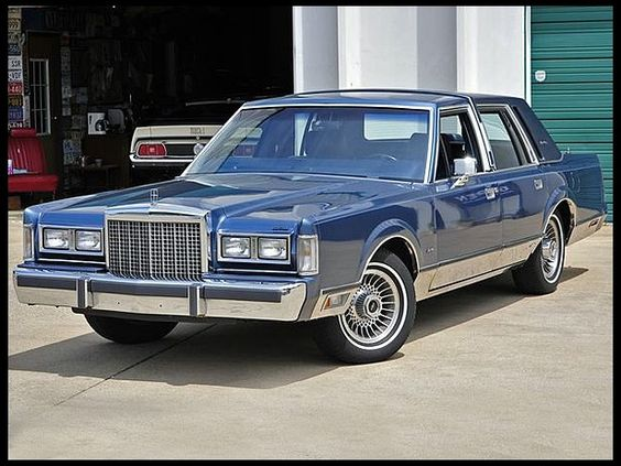 1986 Lincoln Town Car   Sold For  6 000