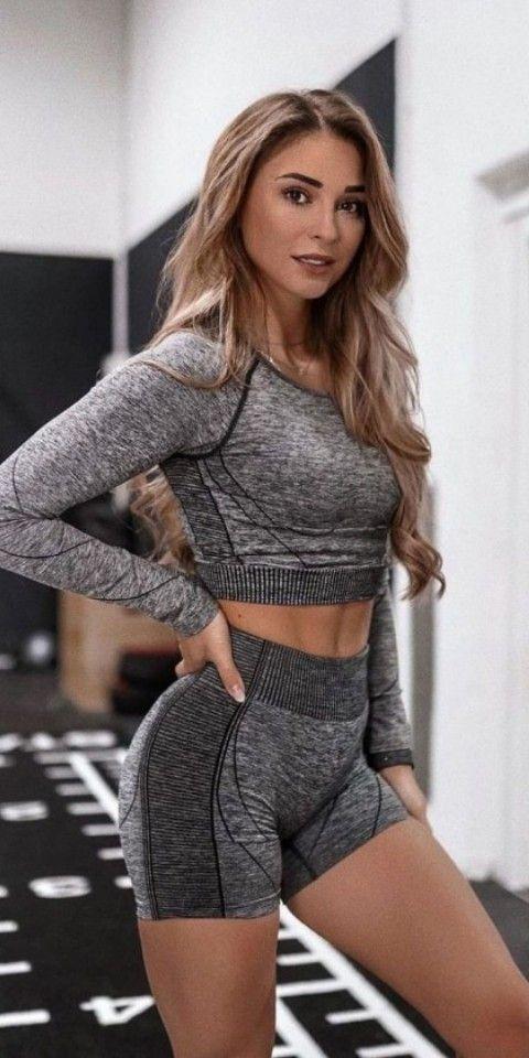 Pin By Paula On Sport Style In 2021 Gymshark Women Women Sporty Outfits