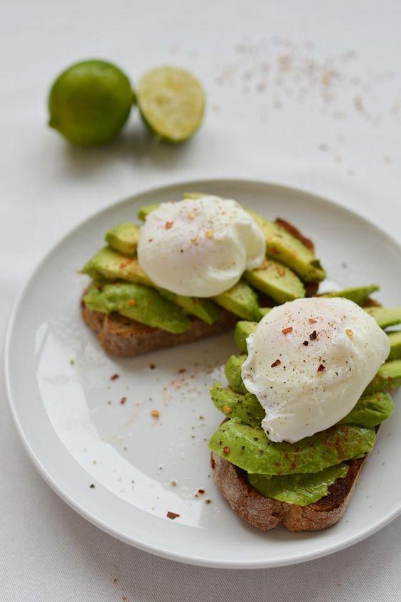 Avocado & Poached Egg Brunch Toast #poachedegg #avocado #brunch