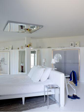 Une chambre de luxe d or e par philippe starck id es d co mobilier design luxe meuble de for Mobilier contemporain luxe