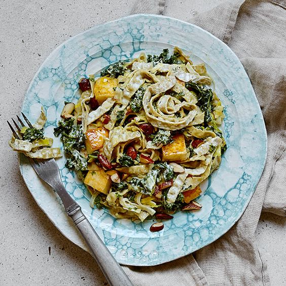 Bönpasta med halloumi och grönkål | Recept ICA.se
