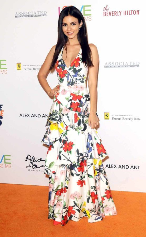 Victoria Justice In Alice Olivia Race To Erase Ms 2018 Victoria Justice Style Victoria Justice Alice And Olivia