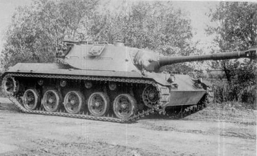 Another picture of RU 251 Spähpanzer Kette. Equipped with the 90 mm M36 from Patton 47. According to the sources, tank could reach a speed of 80 km/h.
