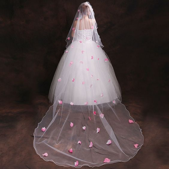 2015 bridal veil US network layer of petals upscale fashion long veil veil wedding accessories wedding jewelry http://www.dhgate.com/product/2015-bridal-veil-us-network-layer-of-petals/231361917.html