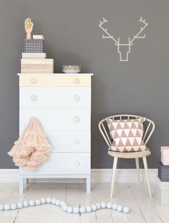 Soft and smooth for your baby room / nursery. A simple idea to achieve by restoring some old furniture!