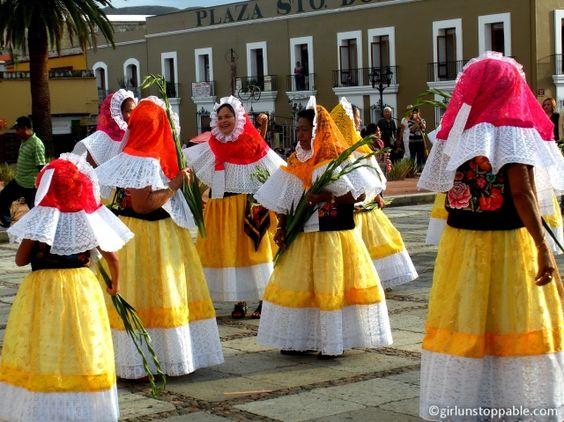 Una tradicion mexicana es que la novia y su familia hacen un procesion en la calle para demonstrar que hay una boda. Espero que reciba tanto atencion en el dia de mi boda!