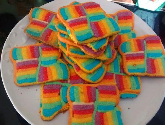 Estas galletitas con los colores del arco iris además de ricas son originales y compiten con la naturaleza.