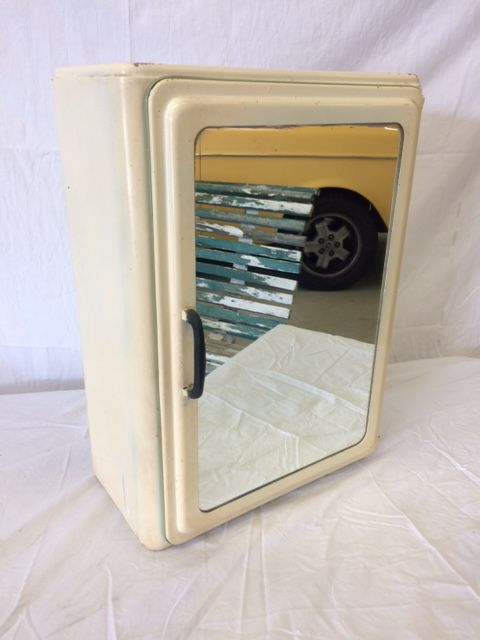 Medicijnkastje Met Spiegel.1253 Retro Metalen Medicijnkastje Met Spiegel Van