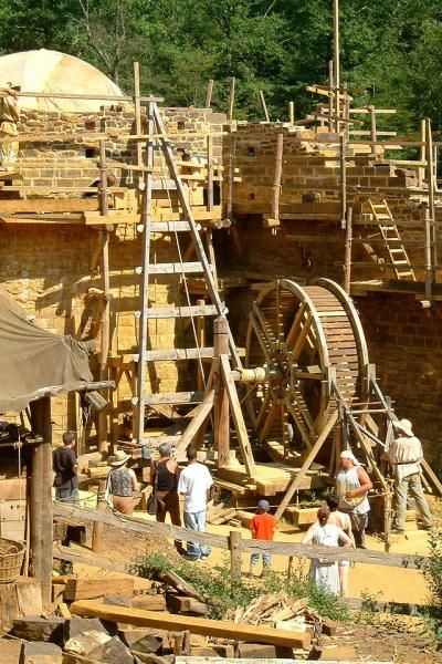 Château de guedelon chantier médiéval de guédelon guide touristique Yonne