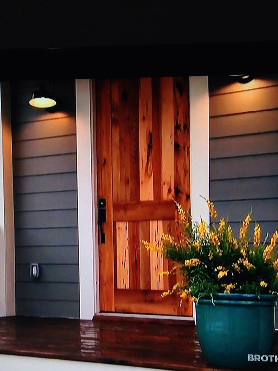 Love this wooden door i saw on hgtv 39 s fixer upper welcome pinterest black barn the white - Exterior paint for doors gallery ...