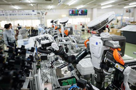 Des humanoïdes sur une chaîne de travail. - Pierre Caillault