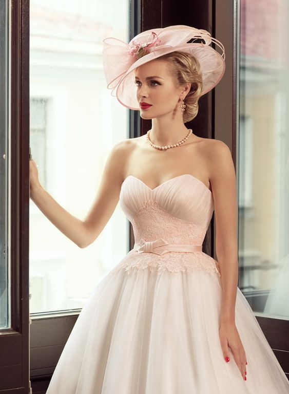 Not convinced by the pinkness but the style is beautiful. Also the hat <3