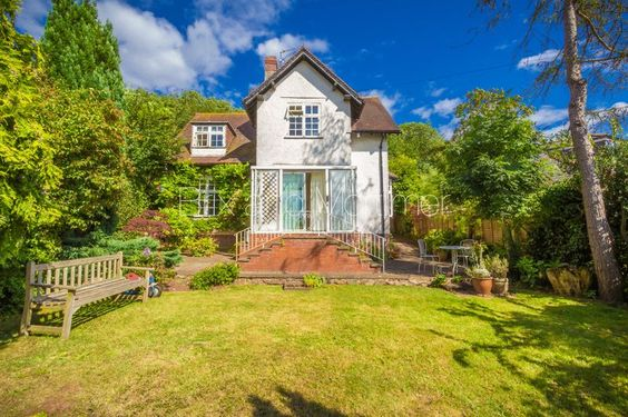 #BrixandMortimer A DETACHED HOUSE WITH PLANNING (3 year duration) to build AN ADITIONAL ARCHITECT DESIGNED GLASS FRONTED HOUSE with stunning views and situated within 150 metres of #Ledbury high street #estateagent www.brixandmortimer.com