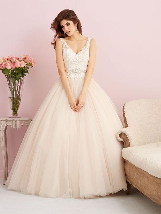 Brautkleid Allure Bridals Tüll Spitze tiefer Rücken