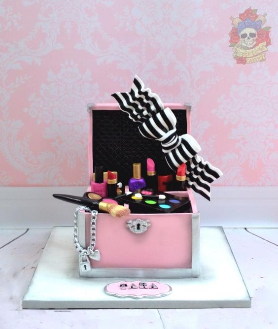 Make up case - Cake by Karen Keaney