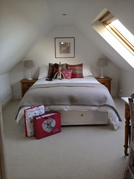 ~ A Bonnie Life in the Country ~: An Attic Bedroom and the last few days of Christmas Magic.......