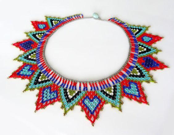 Collar Gargantilla de CORAZONES hecho a mano con por LucianaLavin