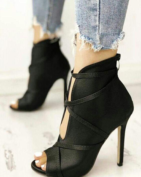 Flache Schuhe panosundaki Pin