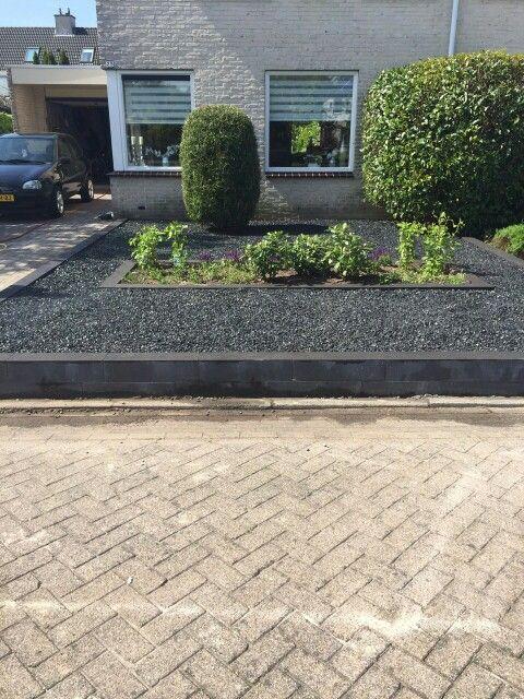 Nieuwe voortuin heerlijk onderhoudsvrij grind tuinen for Grind tuin