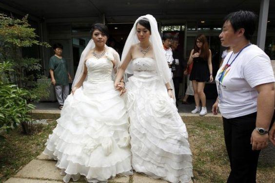 A Taiwan il primo matrimonio lesbico con rito buddista - lesbian wedding