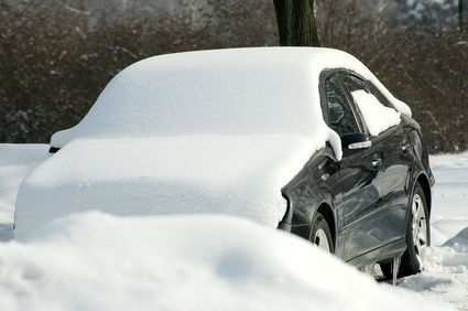How to Use Vinegar and Water to Defrost a Windshield