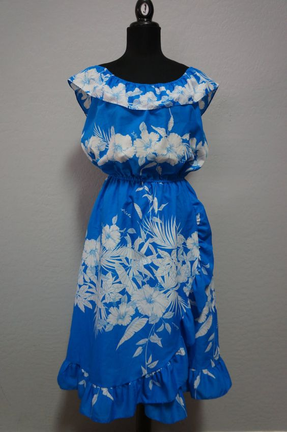 SOLD!!! 70s/80s Royal Creations Blue and White Hibiscus by CeeLostInTime, $30.00  #vintage #hawaiian #luau #hibiscus #vintagelove #royalcreations #etsy #ceelostintime