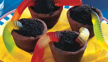 Mini dirt and worm cups go with many #birthday themes - camping, fishing, flowers/gardens etc!