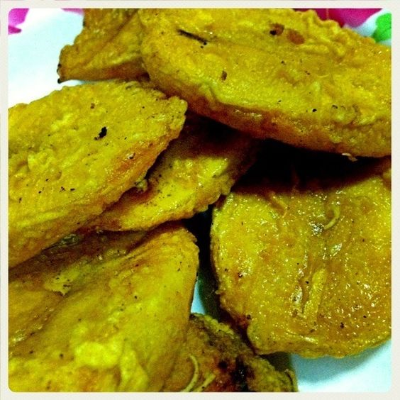 Best eaten while they are hot & crispy  the semi-ripe plantain become very sweet (from caramelisation) when they are fried. - 13件のもぐもぐ - Mom's Deep-fried sliced Plantain. by @projecthoneypot