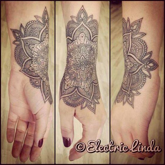 Photos tatouage mandala avant bras femme page 2