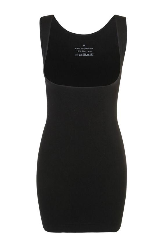 Combinación moldeadora por delante con escote muy pronunciado y que deja el sujetador libre. La parte trasera es más alta.Brinda soporte al vientre y la cintura.Lavado: Lavar por separado a 30 grados-M&Smode-17.99€
