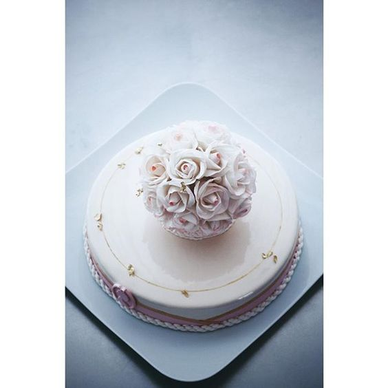 ⠀⠀⠀⠀⠀⠀⠀⠀⠀⠀⠀⠀Elena Goncharova @sofalisa_cakes #сахарныецветы #муссовыйторт #sugarflowers Инстаграм фото   Stapico (Webstagram)