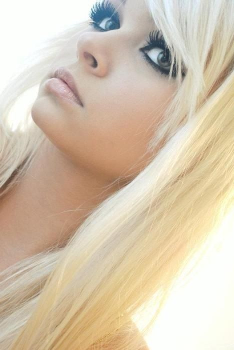 holy crappppppp!!!!!!!!!!! omg sheeee isssss perffffectttttttttttt <3 her eyes, her lashes her hair her face. omg i want to be her. its not fair it really aint omg omg: Eye Makeup, Eyelashes Bring, Awesome Eyelashes, Hairstyle, Hair And Makeup, Big Eyelashes, Blonde Hair Makeup, Hair Color