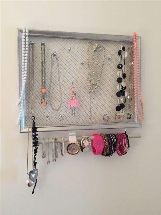 cadre range bijoux accrocher dans sa salle de bain ou dans sa chambre vous aurez besoin d. Black Bedroom Furniture Sets. Home Design Ideas