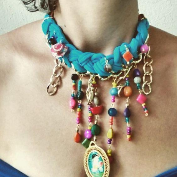 Necklace- Collar Frida Khalo tejido- woven con variedad de piedras naturales como jade, ágata, pasta, flores. Este collar hecho con creatividad, cariño