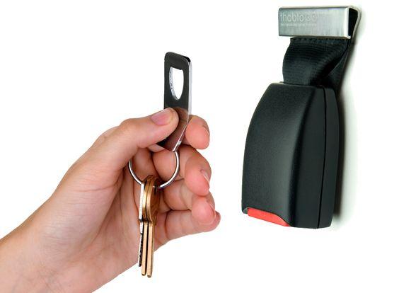 Eine interessante DIY Upcyling Idee: Anschnallgurt zum Schlüsselhalter umfunktionieren #die-besten-stoffwindeln.de
