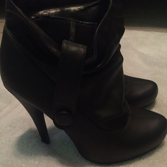 Black booties Black faux leather booties ---4.5 in heel . used Once-in flawless code toon except for a scratch on the heel(see pic) ---material=upper and insole -100%PU outsole 100% PVC Forever 21 Shoes Ankle Boots & Booties