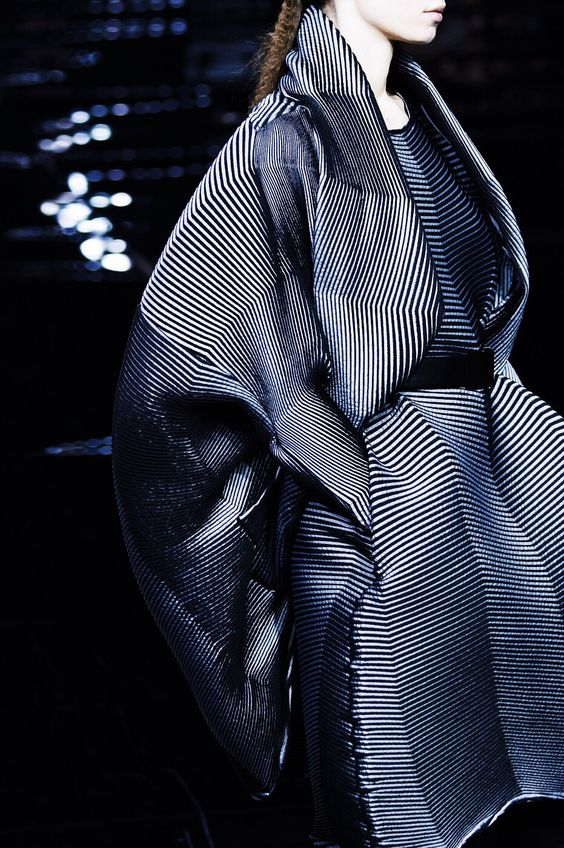 Visibly Interesting: Issey Miyake Fall 2015 RtW @ PFW                                                                                                                                                     Mais