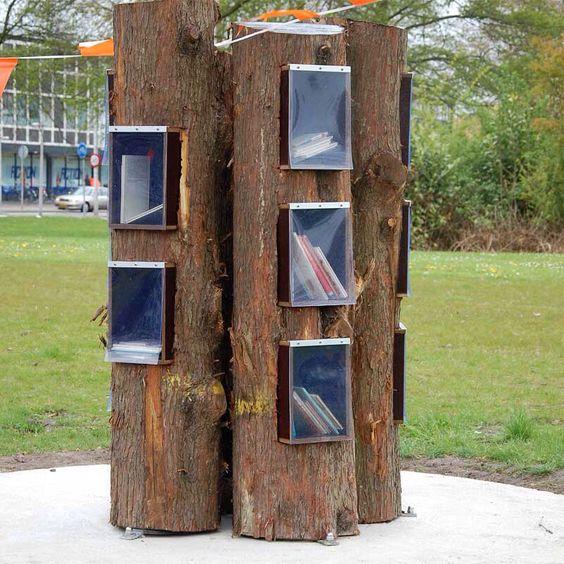 De Boekenboom aan de Karel Doormanstraat in Zwijndrecht